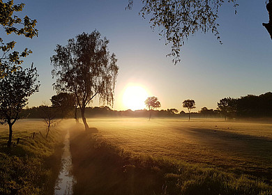 Sonnenaufgang in einer norddeutschen Landschaft